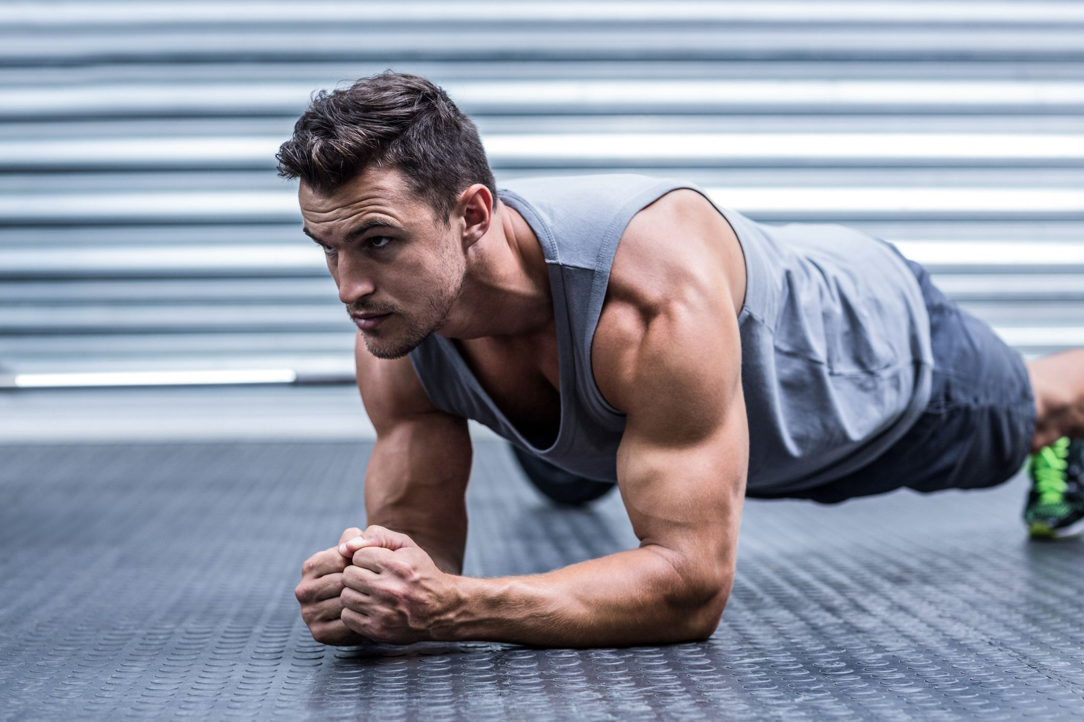 The 5-Move Workout That Tightens Your Core and Fends Off Back Pain