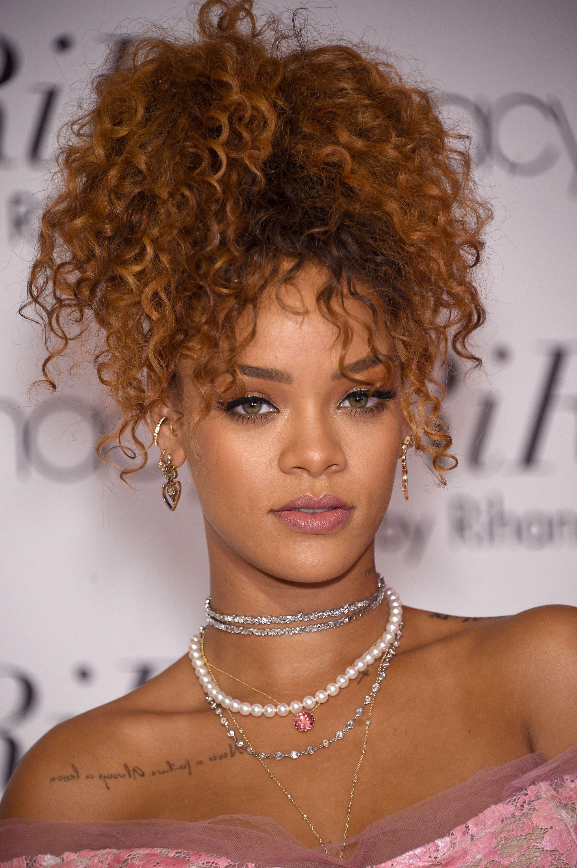 Rihanna S 25 Best Hairstyles Of All Time Rihanna Hair Photos