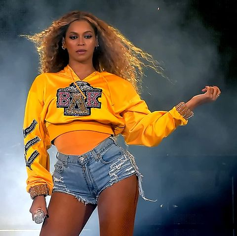 Yellow, Clothing, Fashion model, Thigh, Orange, Fashion, Performance, Leg, Music artist, Jeans,