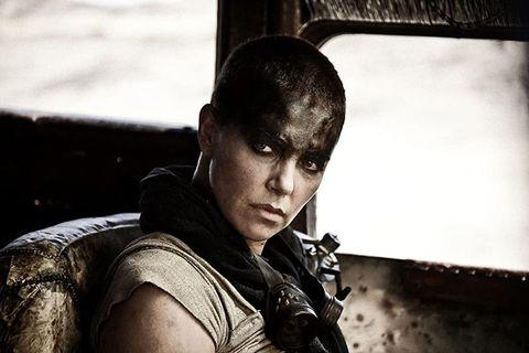 「雷神」克里斯漢斯沃主演《瘋狂麥斯》外傳電影!《變種人》安雅泰勒喬伊接棒莎莉賽隆