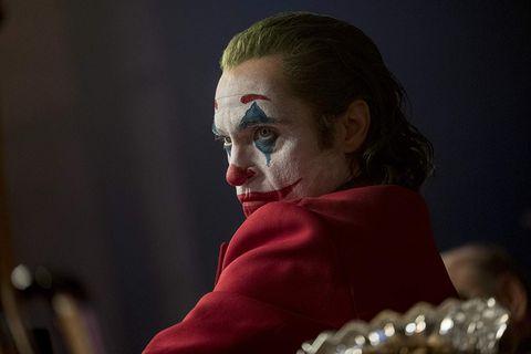 除了《小丑》瓦昆菲尼克斯之外!小丑女哈莉奎茵、《牠》潘尼懷斯,8位飾演過「小丑角色」的實力派演員!