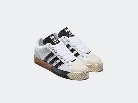 Footwear, White, Shoe, Product, Sneakers, Walking shoe, Beige, Sportswear, Athletic shoe, Tennis shoe,