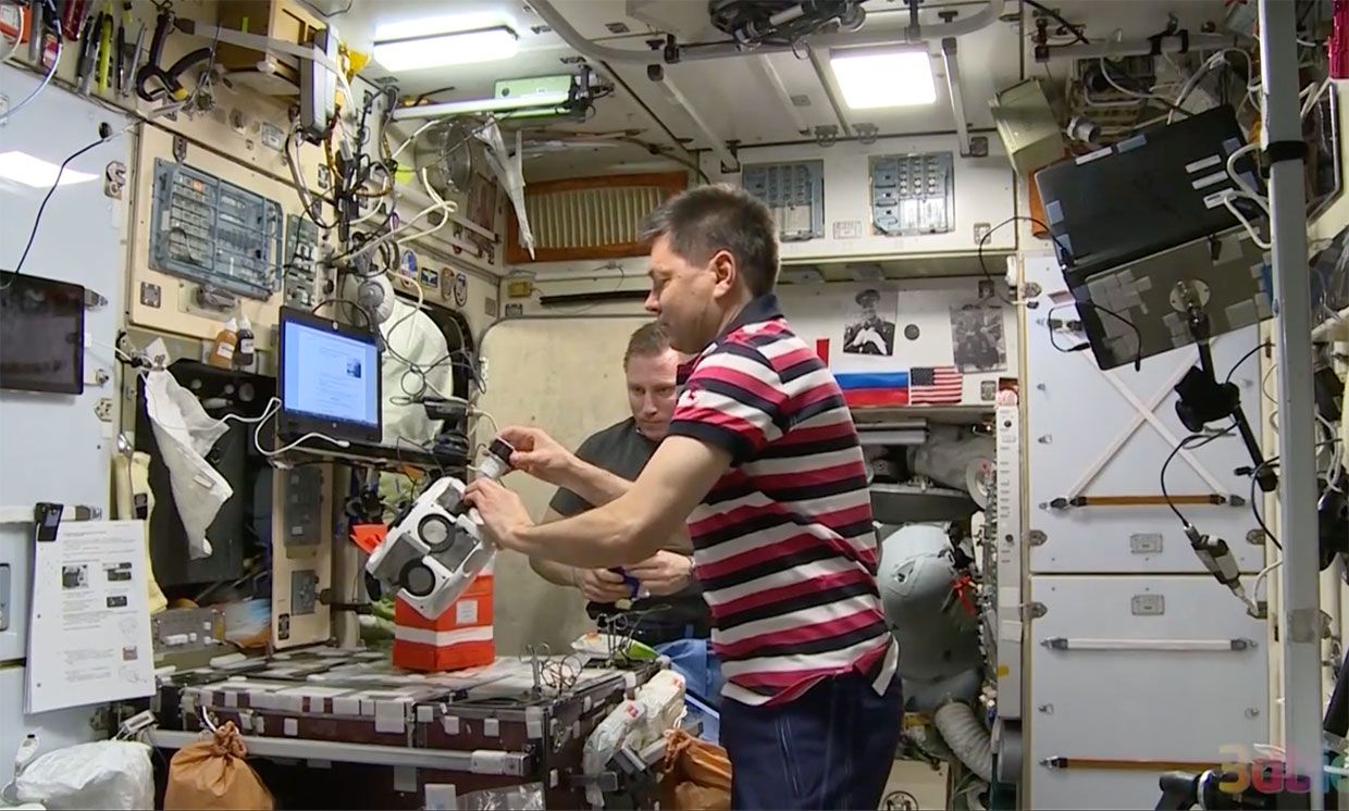 Russian Cosmonaut Makes Human Cartilage—With Magnets!—in Space