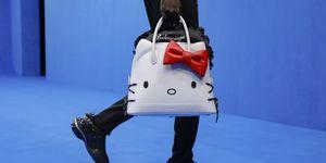 【巴黎時裝週】Balenciaga X Hello Kitty 包包超卡哇伊!還有5個你沒發現的超狂細節