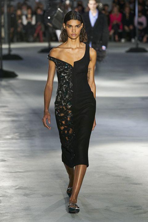 Fashion model, Fashion show, Fashion, Runway, Clothing, Dress, Shoulder, Haute couture, Neck, Cocktail dress,