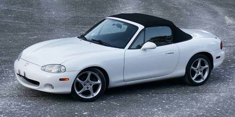 Land vehicle, Vehicle, Car, Alloy wheel, Wheel, Hood, Mazda mx-5, Automotive design, Rim, Bumper,