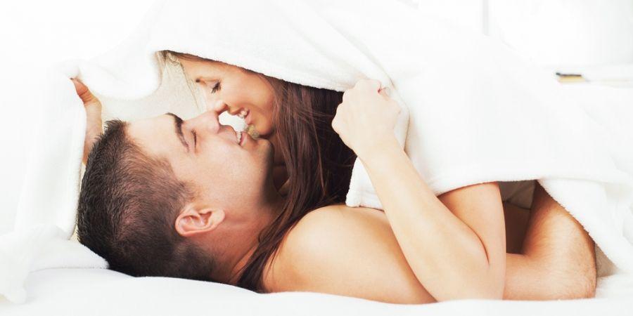 Man dating iemand, hoewel getrouwd
