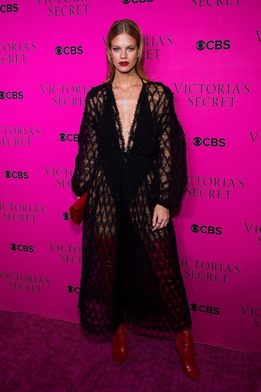 Victorias-secret-pink-carpet
