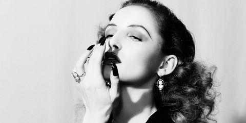 White, Black, Face, Black-and-white, Lip, Monochrome photography, Beauty, Monochrome, Nose, Chin,