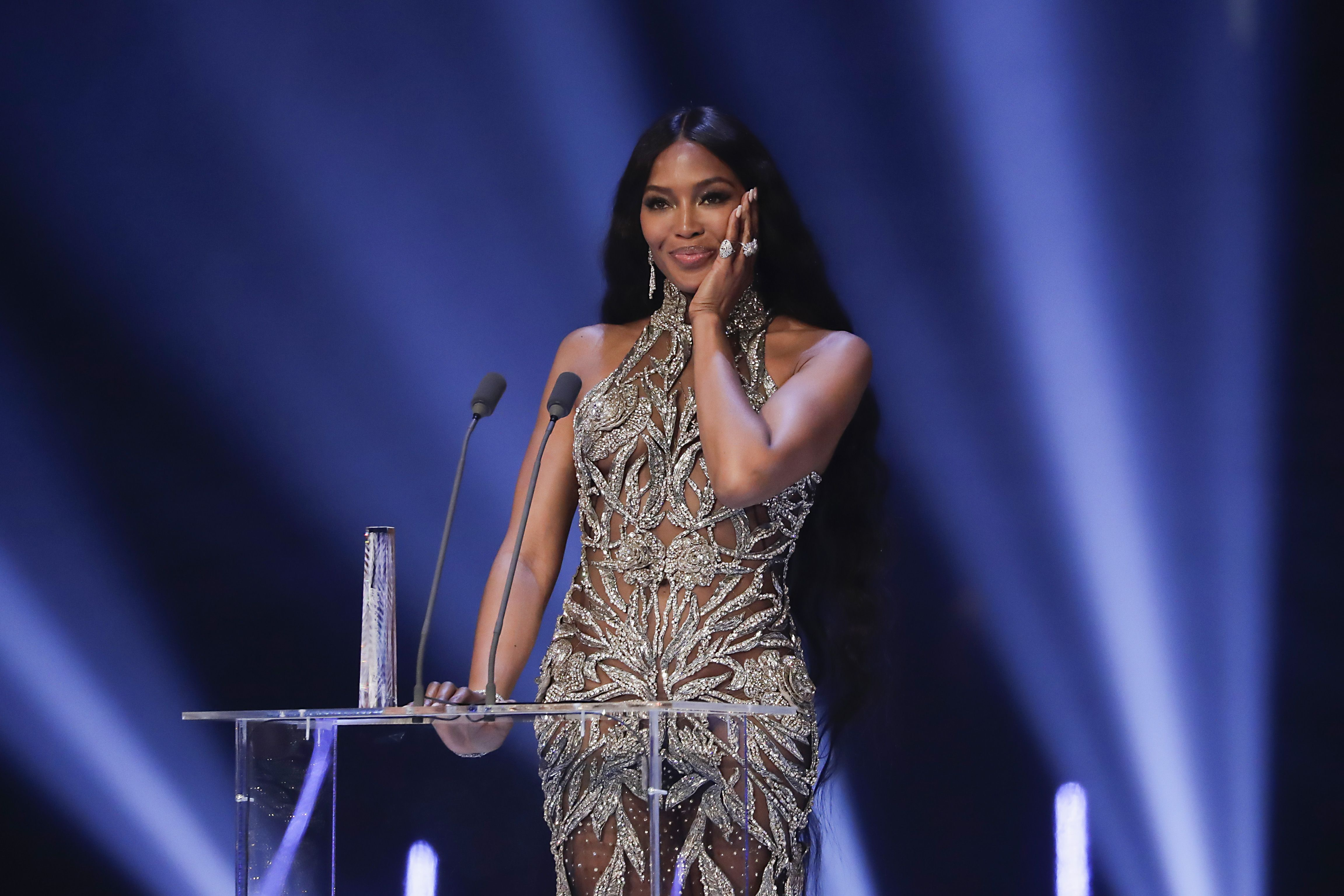 Naomi Campbell breaks down as she wins Fashion Icon prize