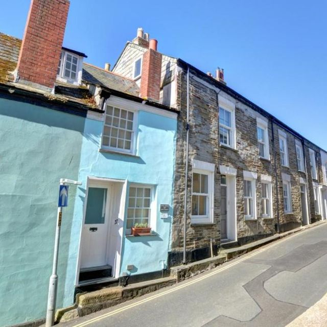 narrow cottage for sale in cornwall
