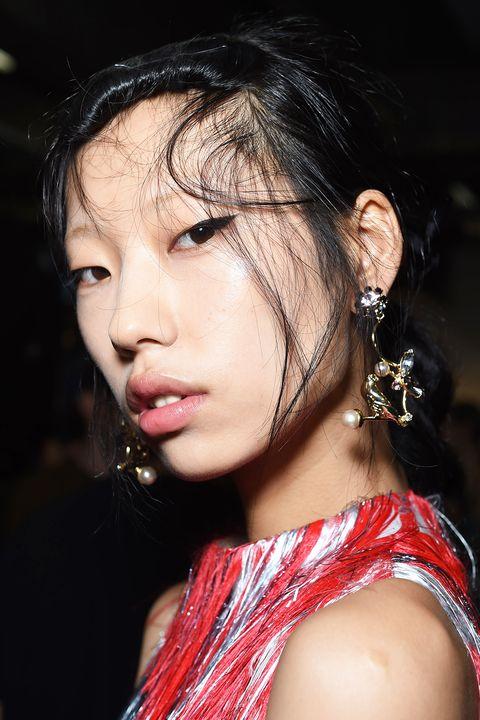 Hair, Lip, Eyebrow, Beauty, Hairstyle, Skin, Black hair, Nose, Chin, Fashion,