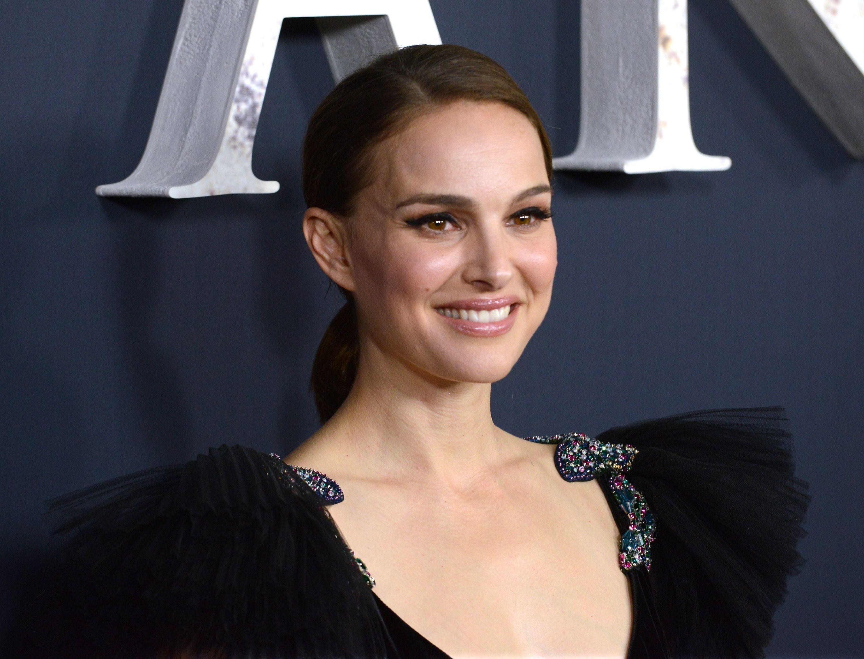 Natalie Portman explica en Instagram por qué renuncia al Nobel judío