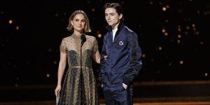 Natalie Portman en Timothee Chalamet tijdens de Oscars 2020
