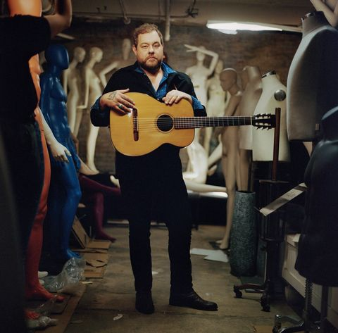nathaniel rateliff with guitar