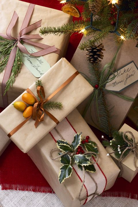 natural gift topper ideas - 40+ Unique Christmas Gift Wrapping Ideas - DIY Holiday Gift Wrap