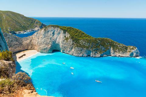 navagio beach în zakynthos greece