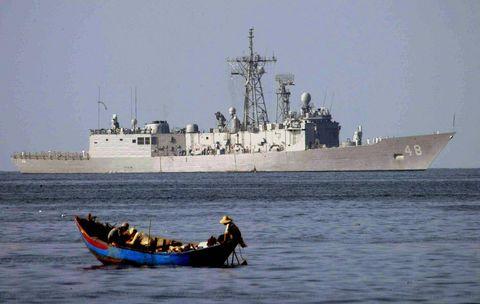 US Fragata USS Vandergrift de la Armada navega pa