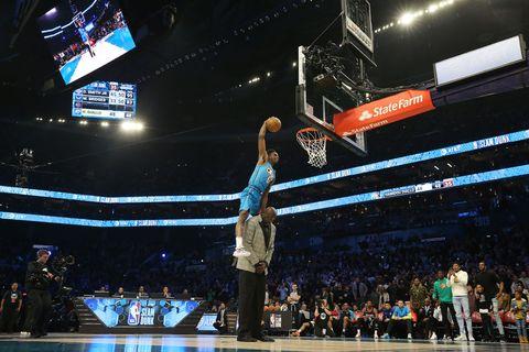 NBA All-Star Hamidou Diallo gana el concurso de mates saltando por encima de Shaquille O'Neal
