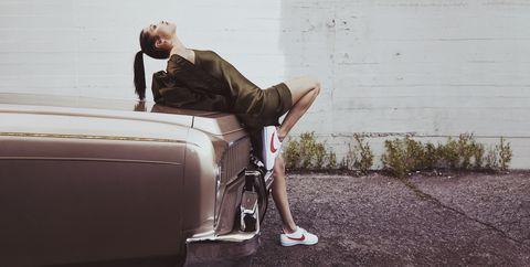 Promover cuota de matrícula pájaro  Bella Hadid Channels '70s Icon Farrah Fawcett for Nike Cortez