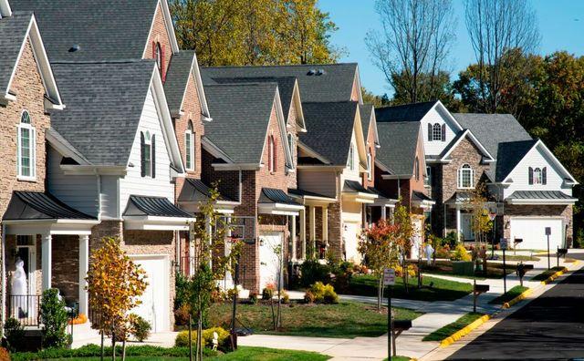 neat line of suburban houses in fairfax, virginia