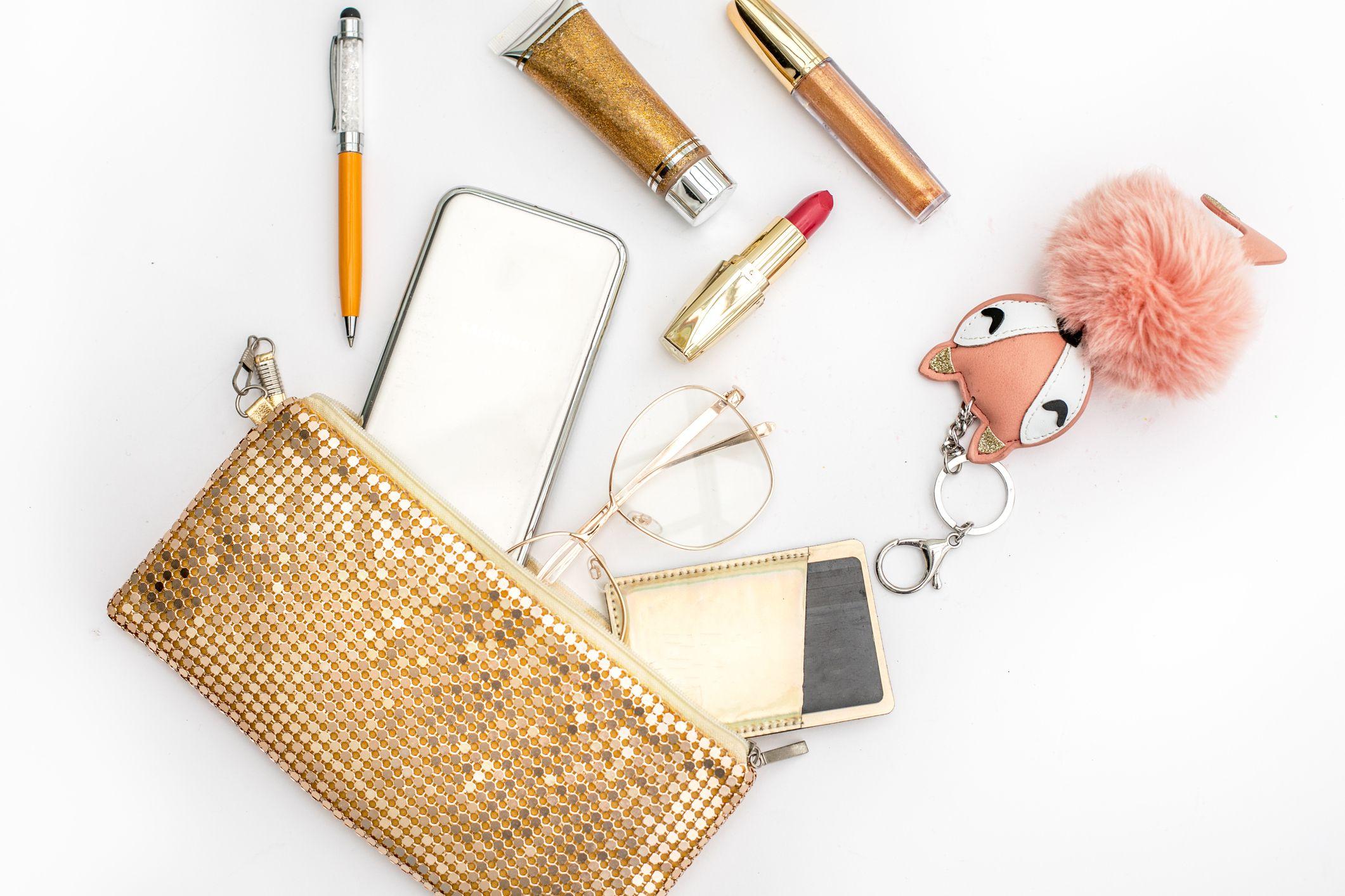Neceser con productos de maquillaje