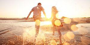 Een op de zes Nederlanders had ooit een relatie met iemand in het buitenland