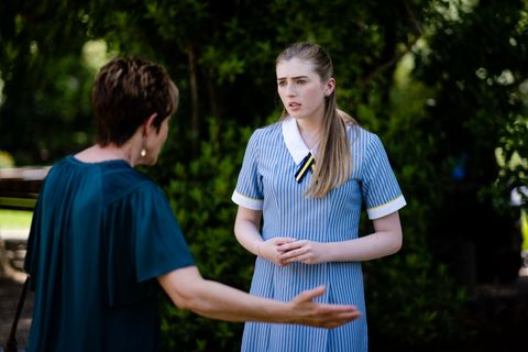 susan kennedy snaps at mackenzie hargreaves in neighbours