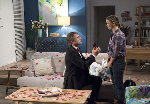 Gary Canning proposes to Amy Williams in Neighbours
