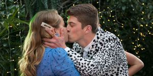 Hendrix Greyson kisses Harlow Robinson in Neighbours