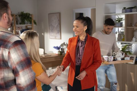levi canning's mother evelyn farlow arrives in neighbours