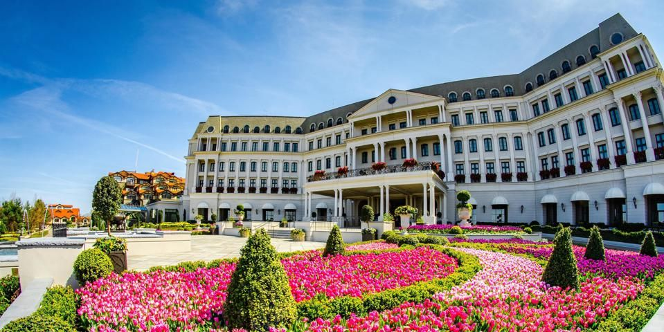 The Filming Location For Matt James Season Of The Bachelor The Nemacolin Woodlands Resort In Pennsylvania