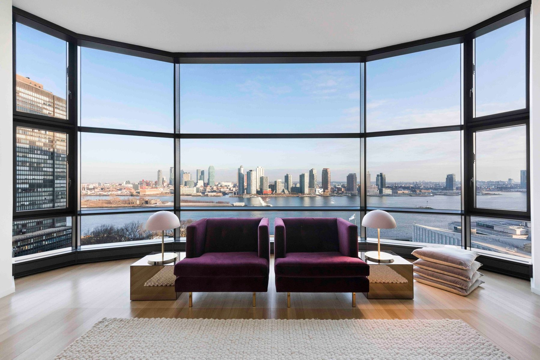 The New York City Apartment Below Queen Elizabeth S Could Be Yours For 30 000 A Month