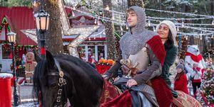 Een still van de Netflix-kerstfilm The Knight Before Christmas met Vanessa Hudgens