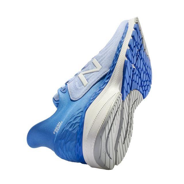 best running shoes 2020   new balance 860v11