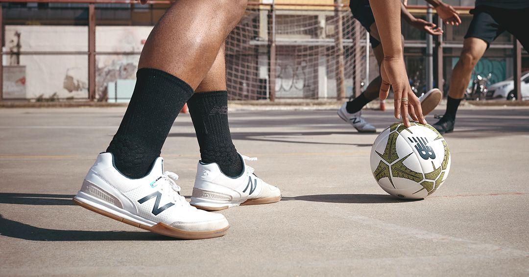 New Balance lanza las zapatillas de fútbol sala Audazo v4