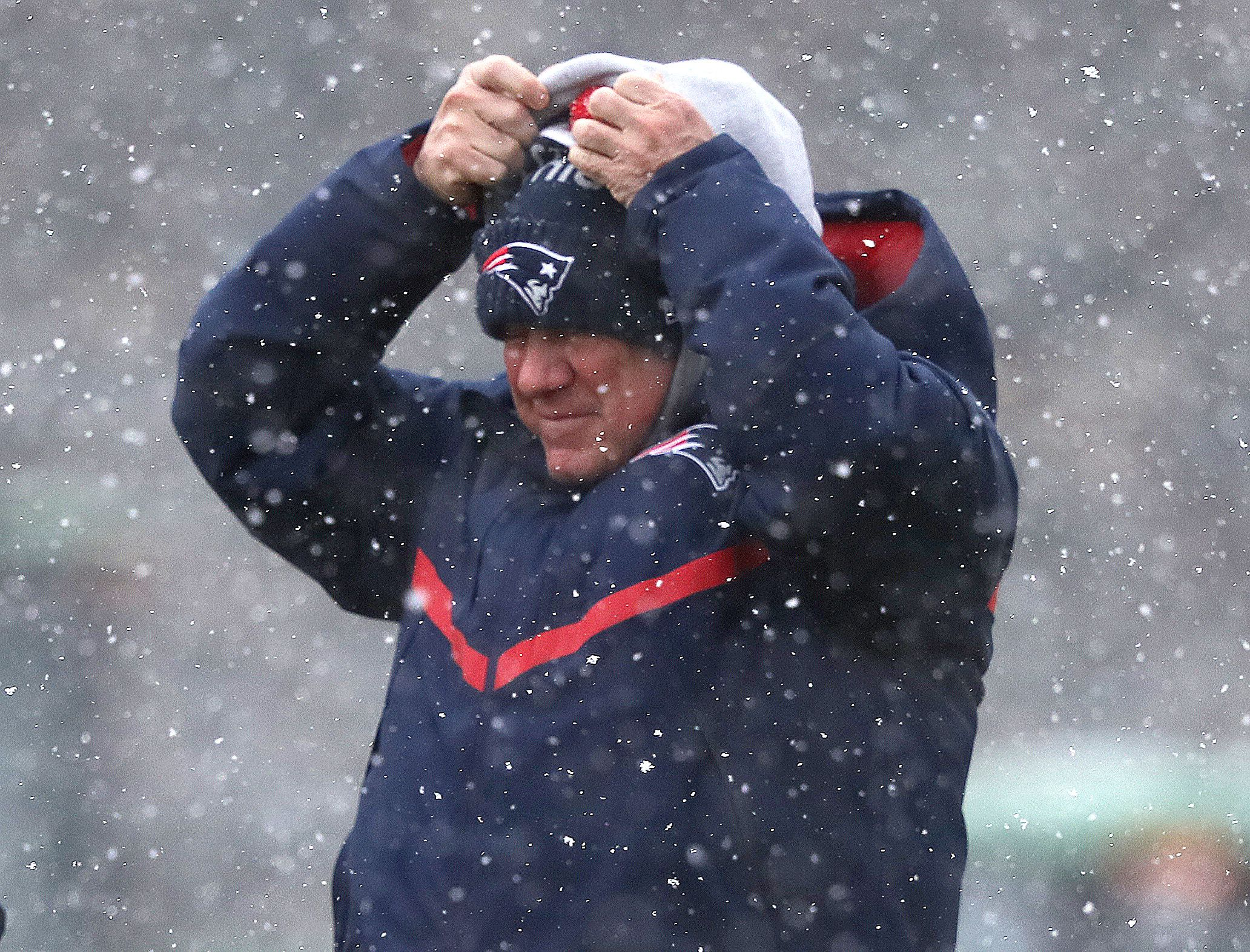 57f7554550581 How NFL Fields and Players Stay Warm