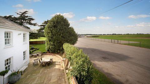 New Mile Corner - Ascot - racecourse - Knight Frank