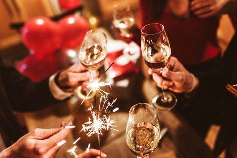 wine glass, stemware, champagne stemware, drinkware, drink, glass, wine, alcohol, alcoholic beverage, champagne,