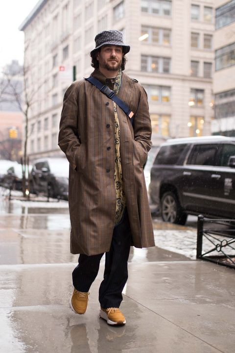 Street fashion, Clothing, Fashion, Coat, Overcoat, Trench coat, Snapshot, Outerwear, Standing, Human,
