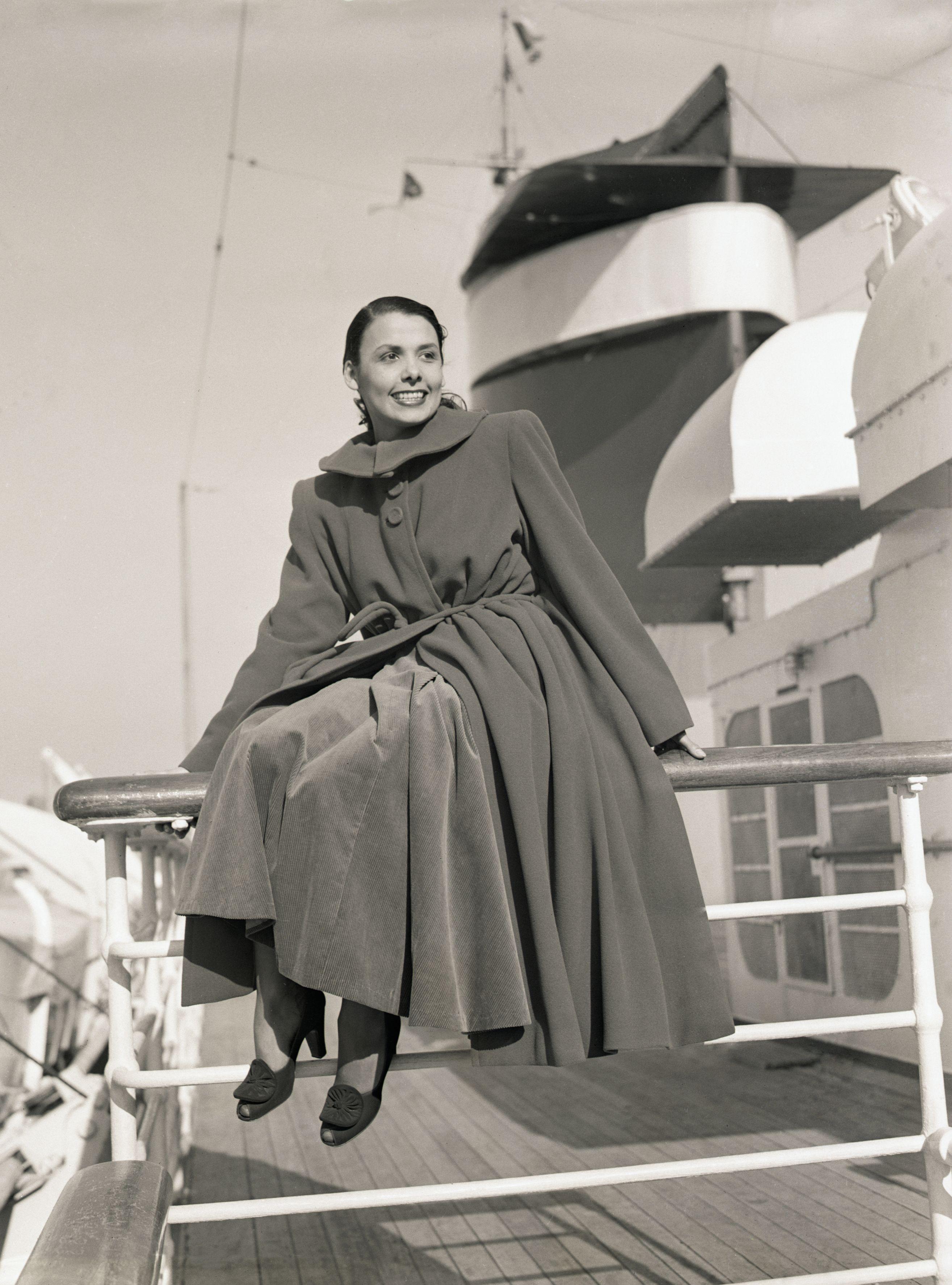 Лена Хорн се връща в Ню Йорк с кораб