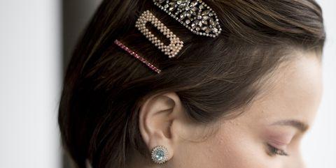 Hair, Hairstyle, Hair accessory, Headpiece, Head, Forehead, Chin, Fashion accessory, Headgear, Chignon,