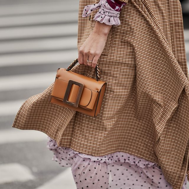 Shoulder, Street fashion, Fashion, Brown, Bag, Handbag, Pink, Joint, Fashion accessory, Beige,