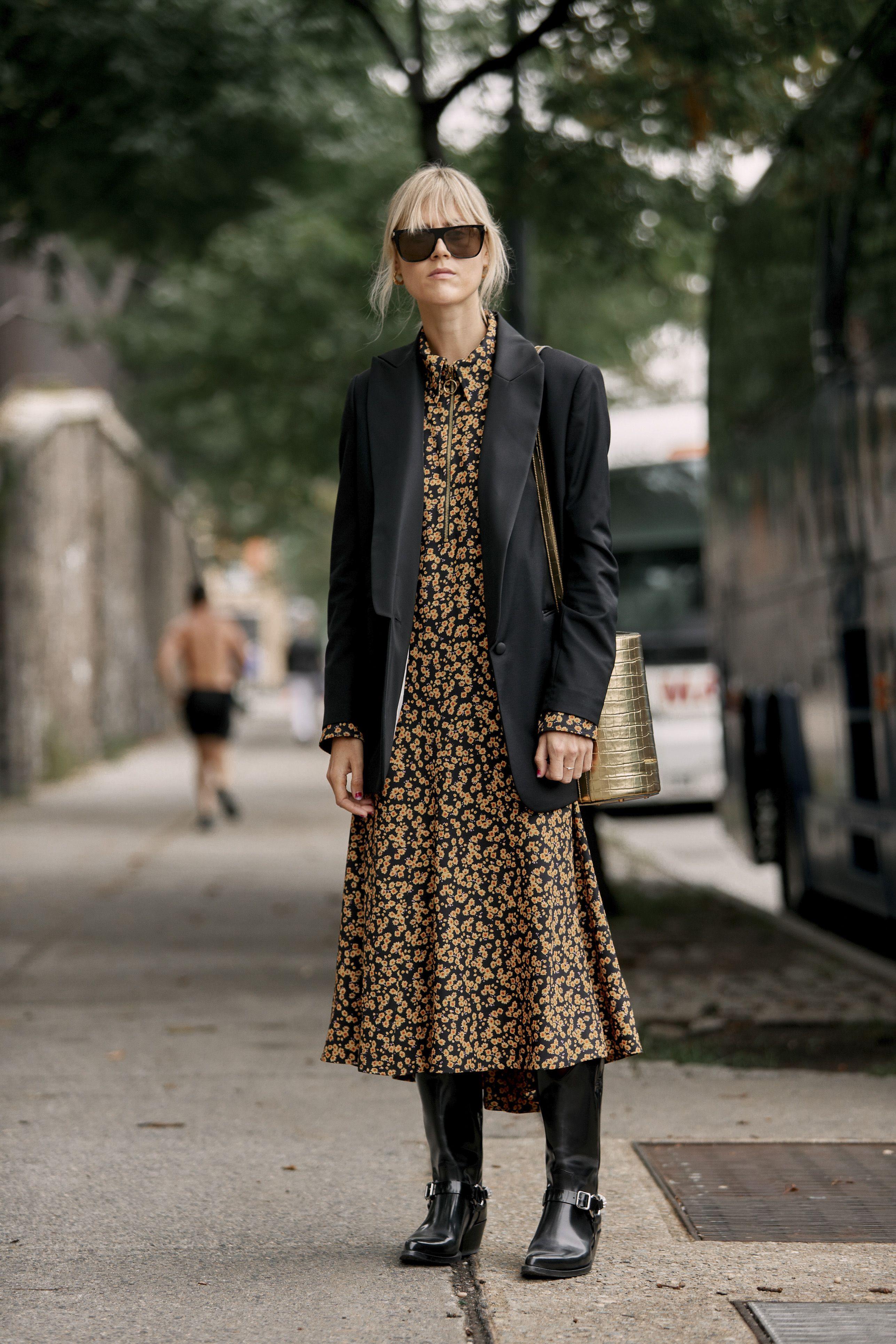 Vestido largo con botas camperas