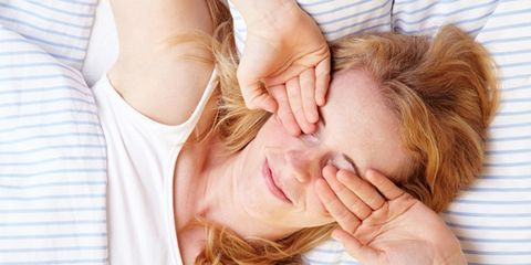 Lip, Finger, Cheek, Skin, Shoulder, Comfort, Joint, Interaction, Organ, Eyelash,