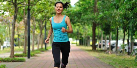 Human leg, Sportswear, Sleeveless shirt, Joint, Active pants, Leisure, Exercise, Waist, yoga pant, People in nature,