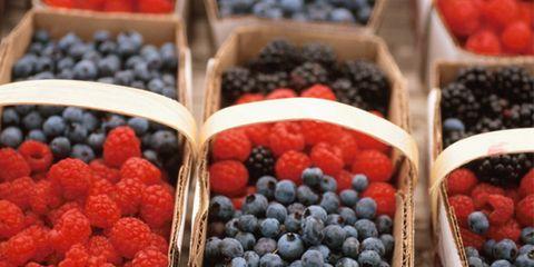 berries prevent heart attack in women; baskets of berries