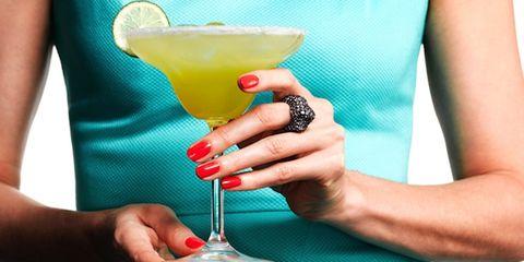 Finger, Drink, Classic cocktail, Cocktail, Tableware, Nail, Juice, Daiquiri, Lemon, Martini glass,