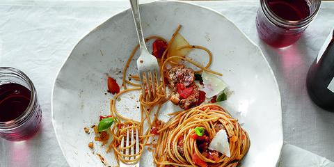 Food, Cuisine, Ingredient, Serveware, Tableware, Dish, Dishware, Liquid, Plate, Garnish,