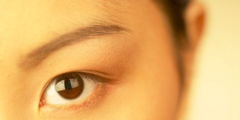 brown-eyed people perceived as more trustworthy; brown-eyed woman
